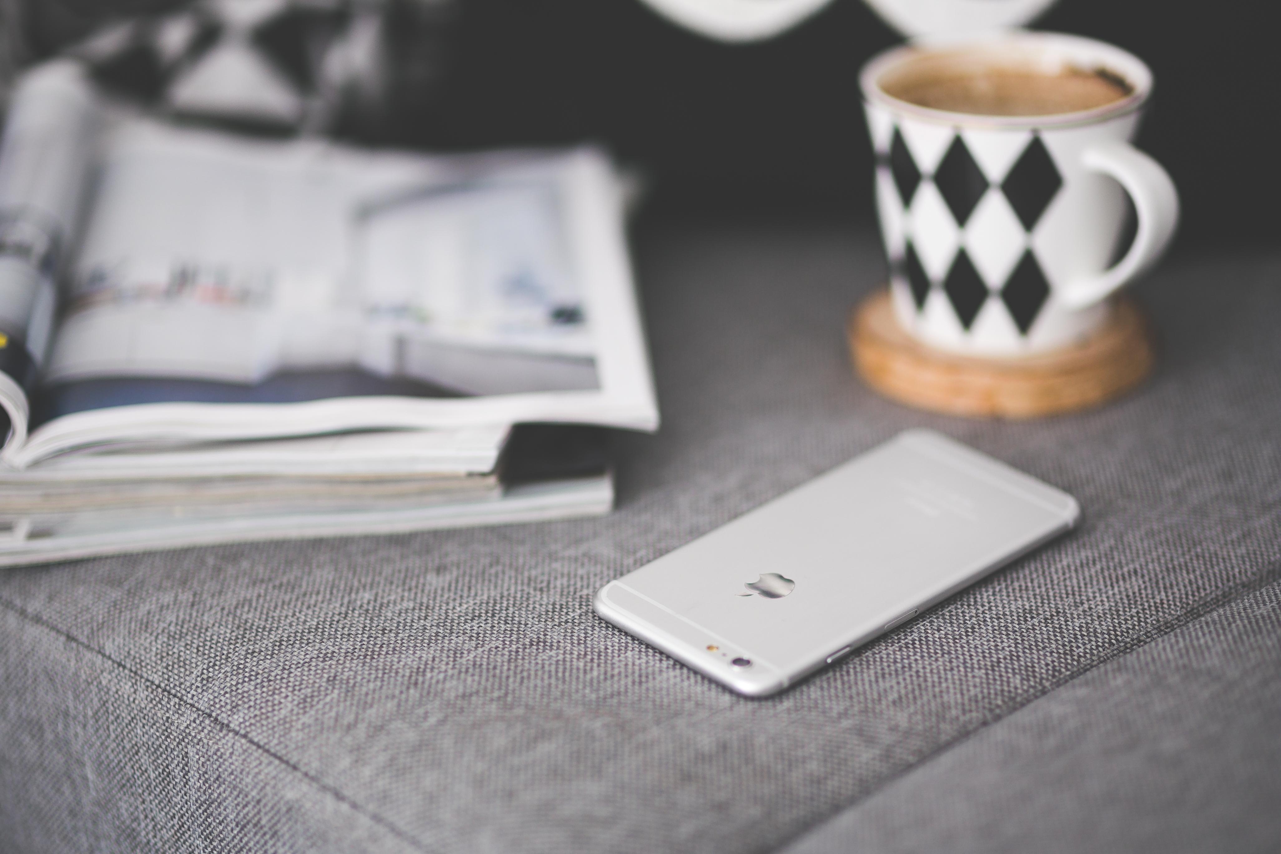 coffee-mug-apple-iphone.jpg